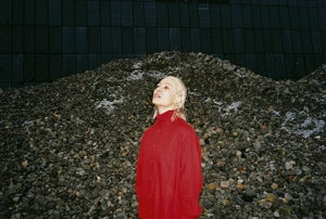 WIN: Cate Le Bon, Conscious Summary @ The Chapel